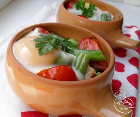 Яичница с индейкой и овощами