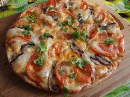 Сырная пицца с вкусным соусом - рецепт