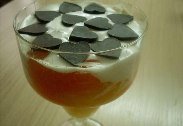 Салат - коктейль из хурмы и апельсин.