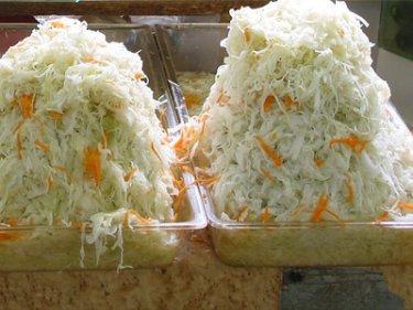 Капуста белокочанная, квашенная с морковью