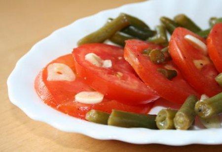 Маринованные помидоры со спаржевой фасолью