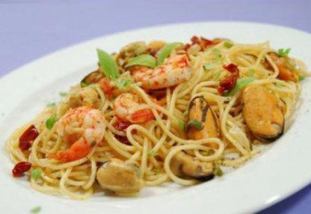 Спагетти с мидиями и креветками