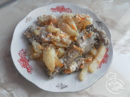 Утка с картофелем в глиняном горшке
