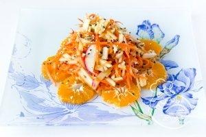 Новогодний салат с мандаринами и морковью