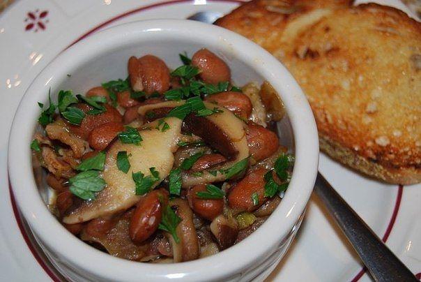 Тушить сосиски с капустой