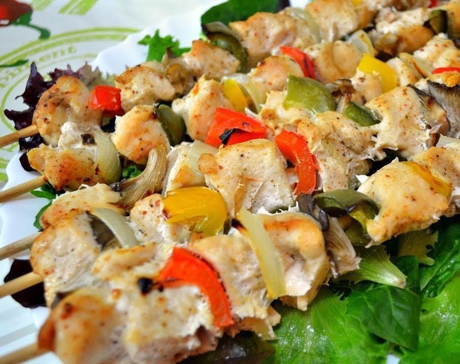 Шашлык из курицы в духовке с овощами на шпажках рецепт