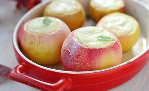 Печеные яблоки с творогом «Ванильные»