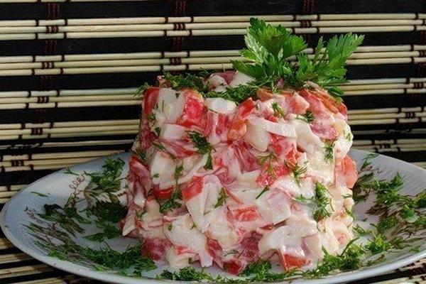 Салат с крабовым мясом и сладким перцем