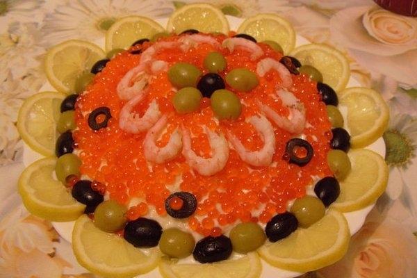 Праздничный салат «Креветки под шубой»