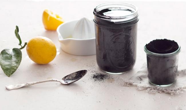 Черный лимонад для быстрого детокса