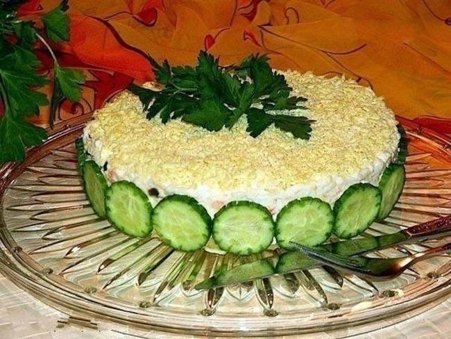 Полезный салат из печени трески под шубой