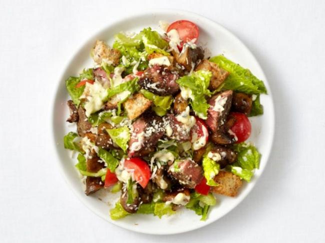 Салат из печеных сардин с огурцами