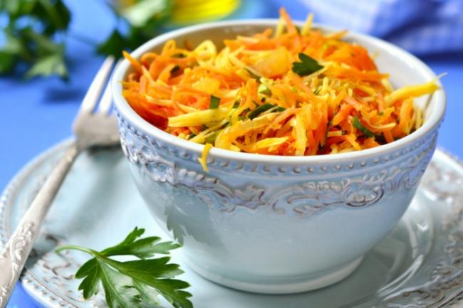 Острый морковный салат с сыром и апельсином