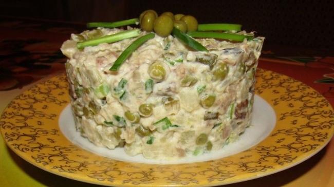 Постный салат со скумбрией (ВИДЕО)