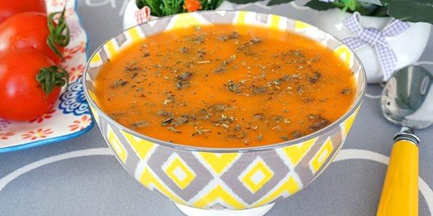 Томатный суп с куриной печенью