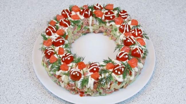 Салат с семгой «Русские традиции»