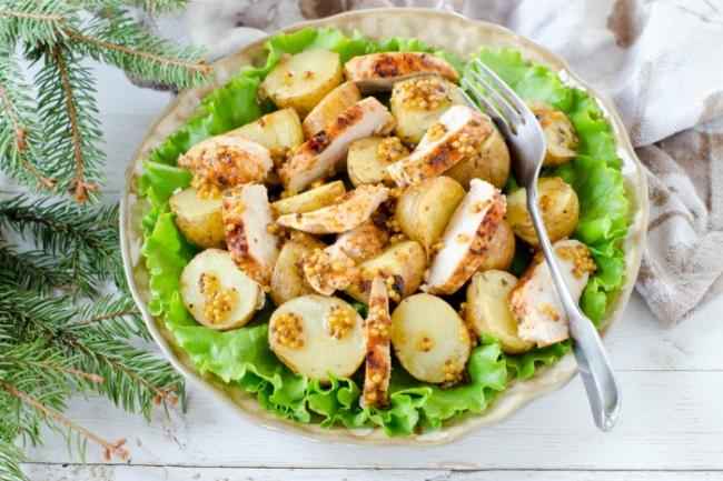 Картофельный салат с курицей и пикантной заправкой