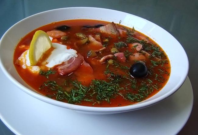 Говяжий суп с фасолью и оливками