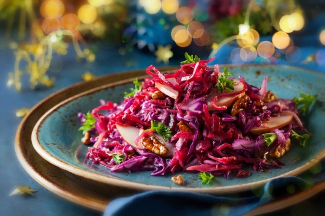 Салат из красной капусты с маринованной свеклой