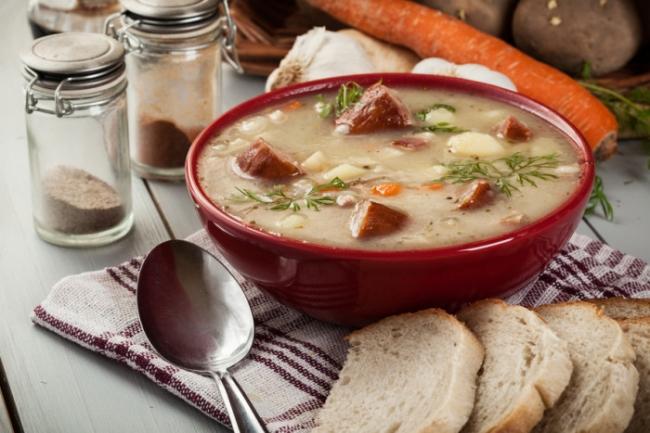 Мучной суп с копчеными колбасками