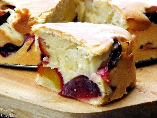 Слоистый пирог со сливами и грушей