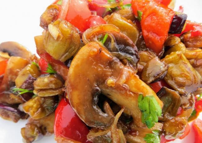 Салат из баклажан с грибами