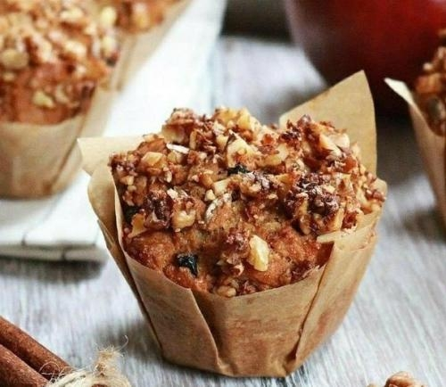 Яблочные кексы с грецким орехом и изюмом.