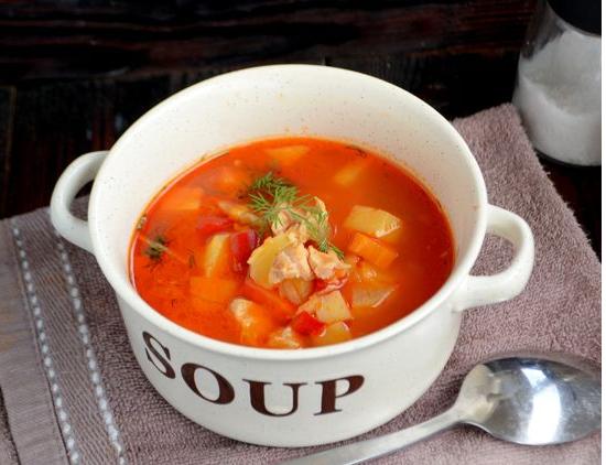 Томатный суп из индейки с картофелем и болгарским перцем