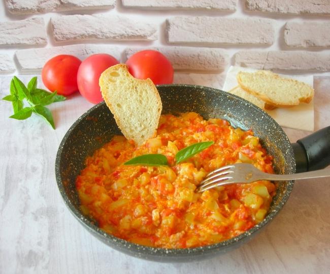Менемен (турецкий омлет с овощами)