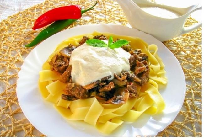 Фетучини с телятиной и грибами под сливочным соусом