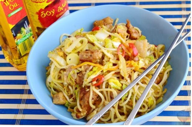 Бами горенг (лапша, жаренная с мясом и овощами)