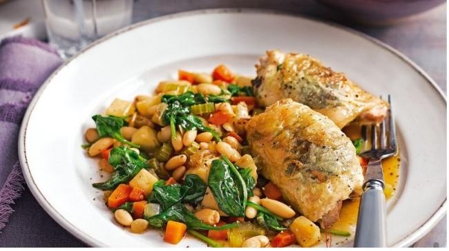 Цыпленок в соусе-велюте с репой и белой фасолью