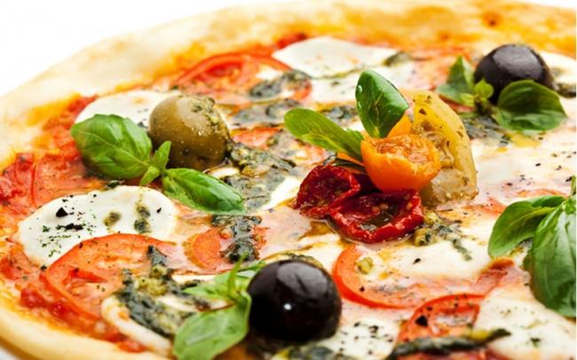 Любимая многими Пицца с копченостями и грибами
