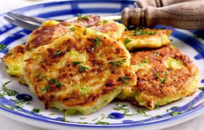 Творожные оладьи с сыром.