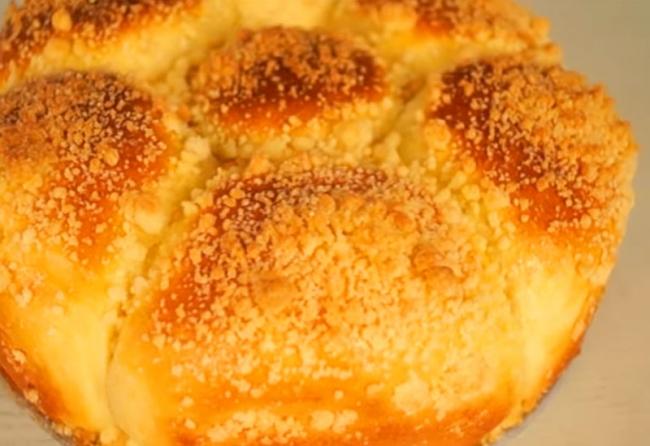 Сладкие сдобные булочки с посыпкой