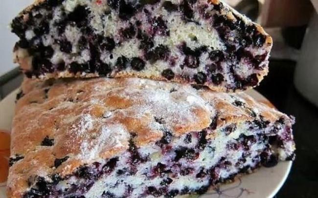Быстрый пирог с черникой