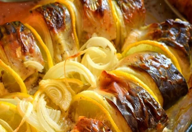 Нежная и вкусная скумбрия в духовке