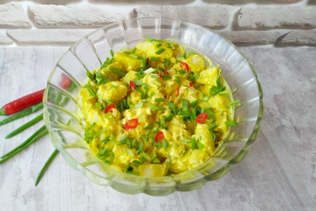 Датский картофельный салат с маринованными огурцами и соусом Ремулад