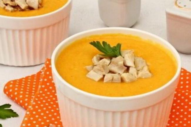 Морковный суп с курицей и плавленым сыром