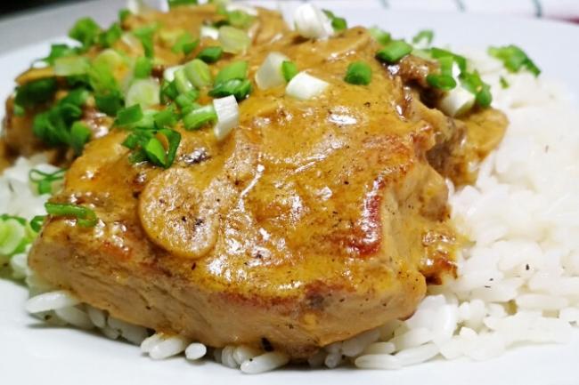 Свинина в сливочно-грибном соусе со специями