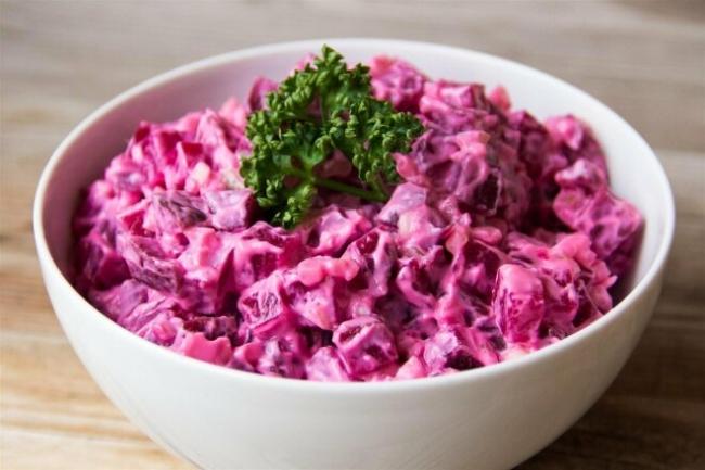 Салат со свеклой, хреном и чесноком