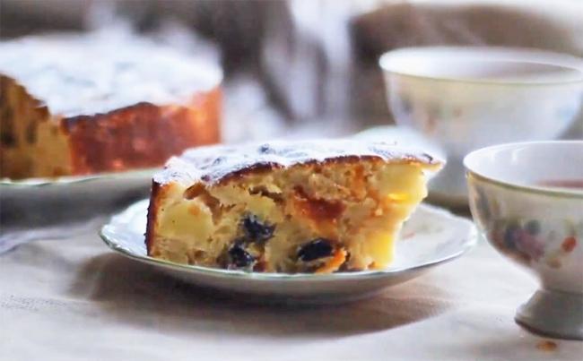 Пирог с яблоками, изюмом и курагой в духовке