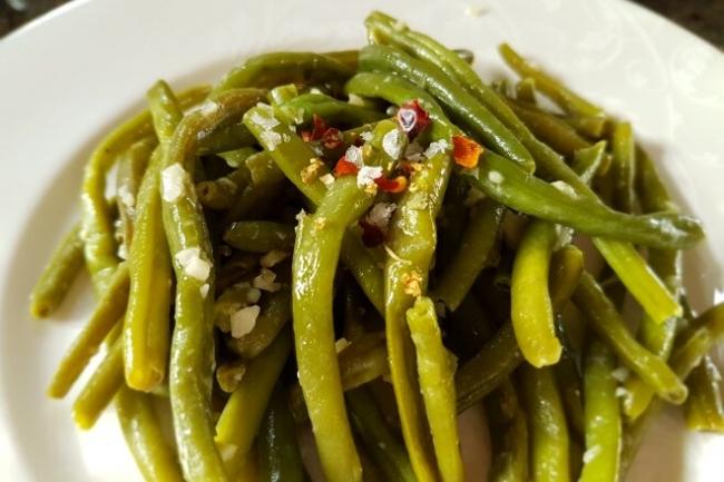 Острая фасоль с чесноком по-итальянски