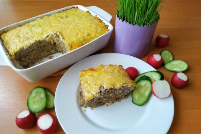 Гречневая запеканка с куриной печенью, сыром и овощами