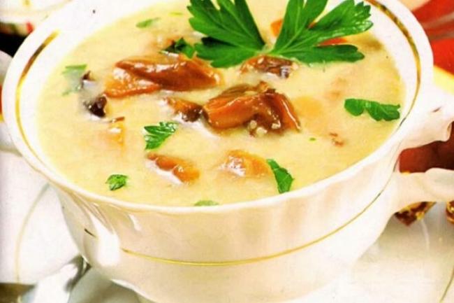 Картофельно-грибной суп-пюре с гренками