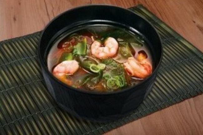 Мисо-суп с морепродуктами и рисовой лапшой