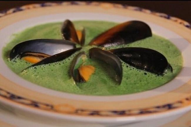 Шпинатный крем-суп с мидиями