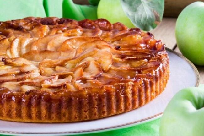 Творожный пирог с яблоками на ряженке