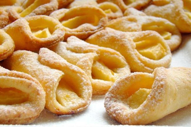 Творожное тесто на маргарине с яблоками