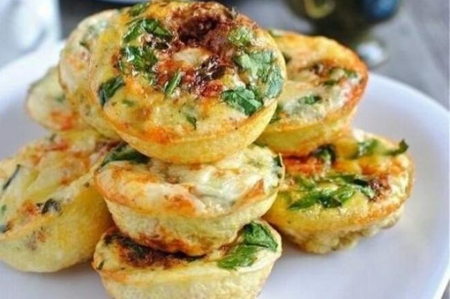 Творожные мини-запеканки с сыром и овощами в духовке
